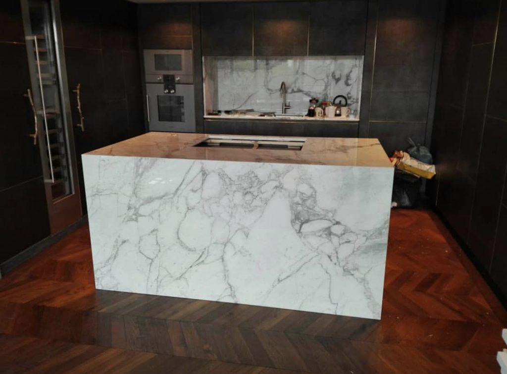 Arabescato-Vagli-marble-Kitchen-island-top