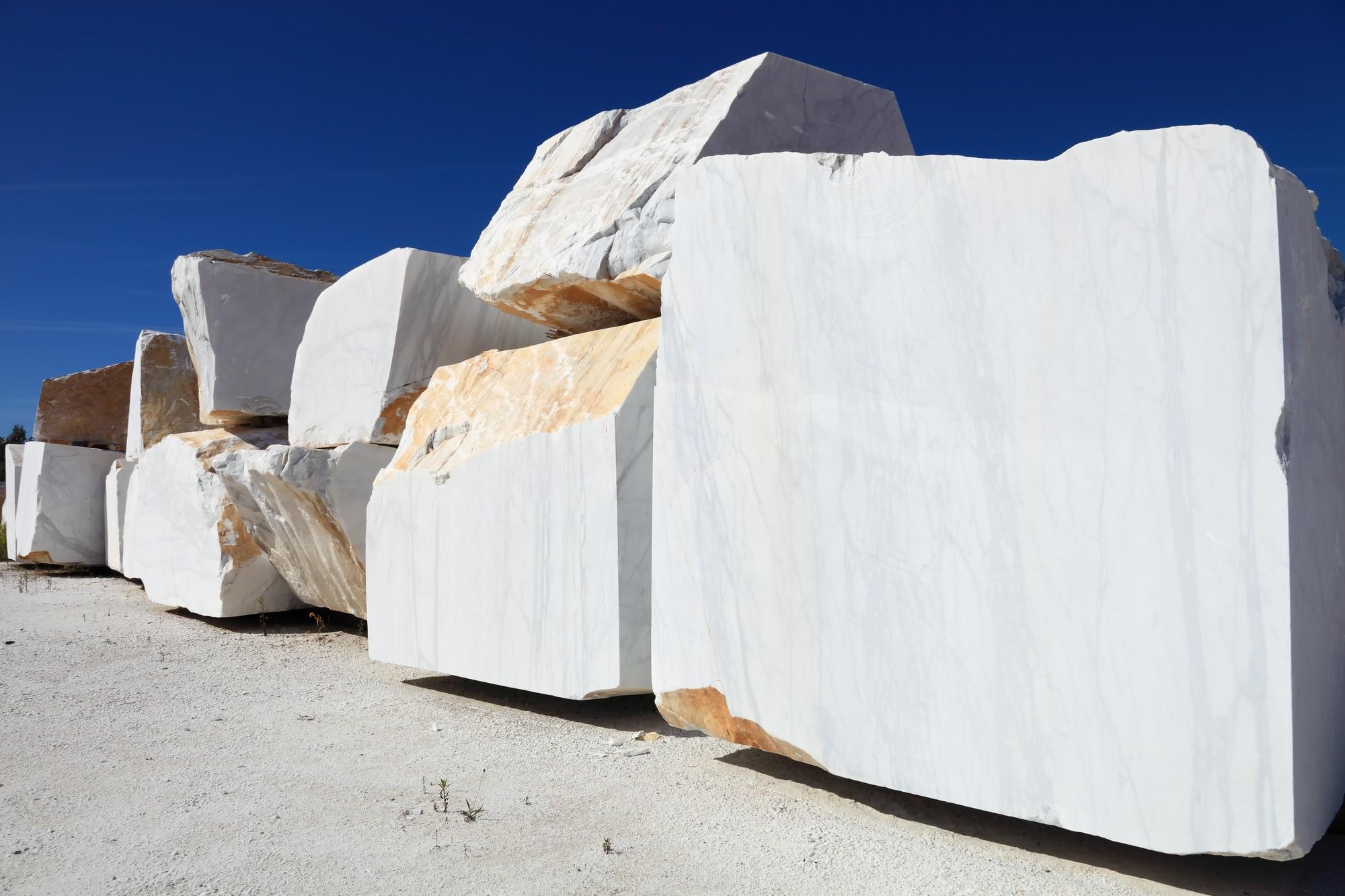 Calacatta-gold-marble-slabs