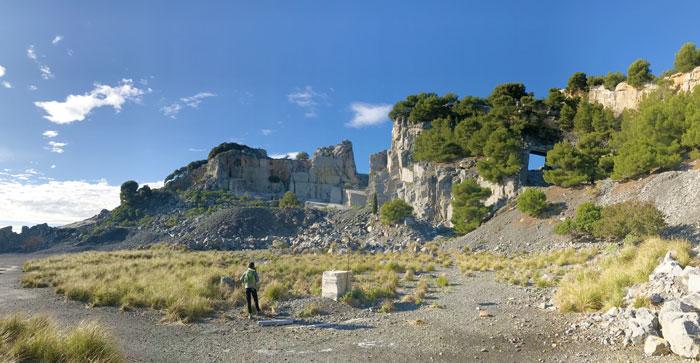 Quarry Nero Portoro Italian black marble