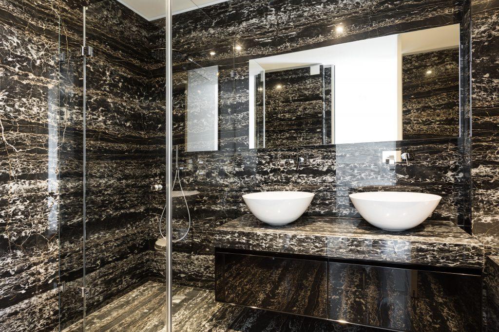 Amazing bathroom in Nero Portoro marble