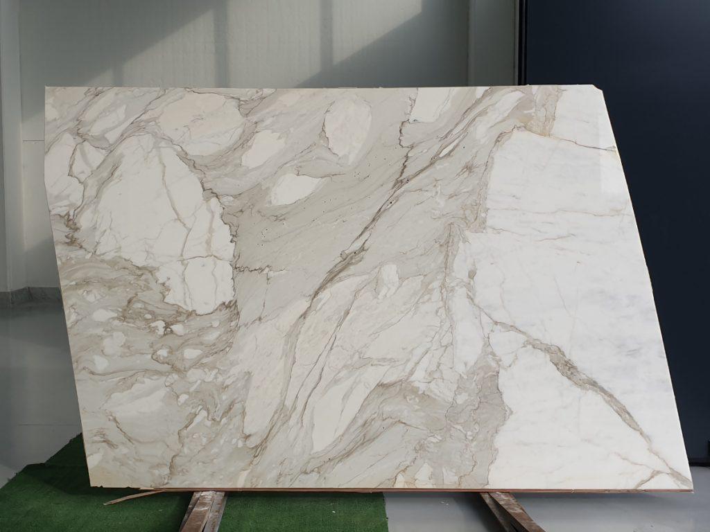 calacatta bettogli gold marble slabs