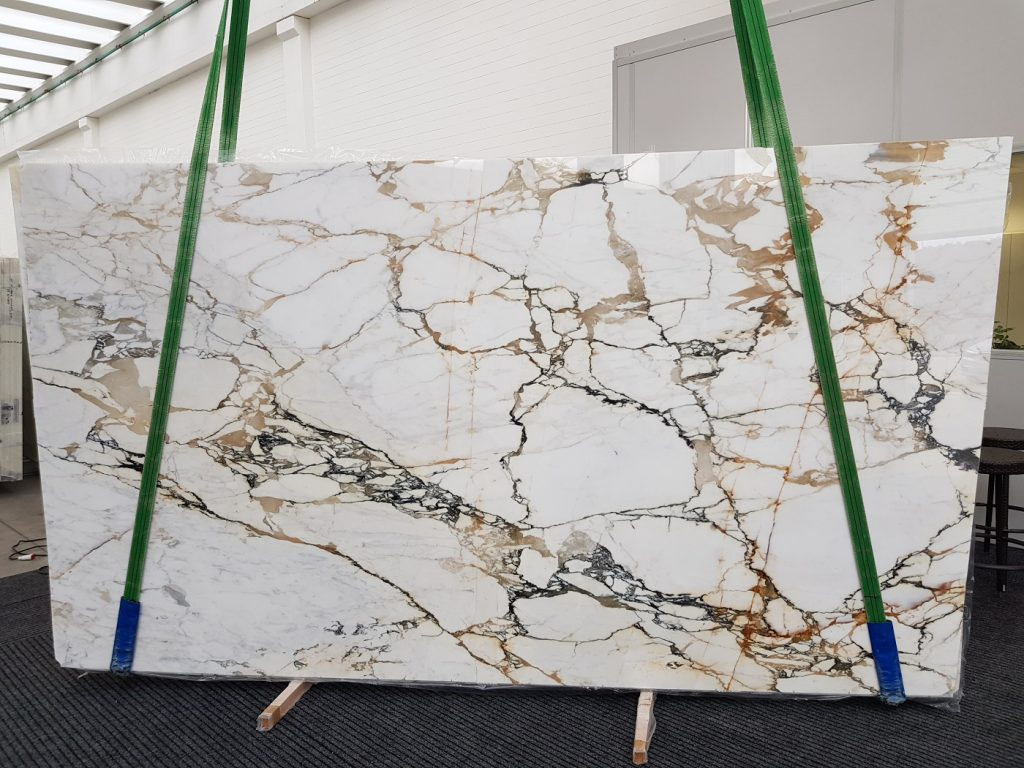 Calacatta macchia vecchia marble slab